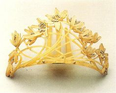 "René Lalique, Ornamental Comb, c. 1902. Iridiscent horn, gold, diamonds.  Scanned and quoted from the book ""Art Nouveau"" by Gabriele Fahr-Becker."