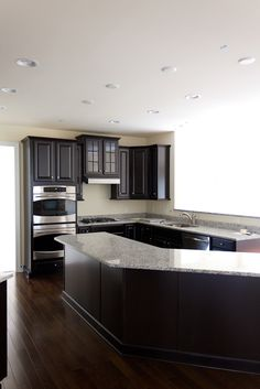 If Rick wants the dark cabinets Luna pearl and espresso cabinets with dark hardwood Kitchen Dinning Room, Kitchen Redo, New Kitchen, Kitchen Remodel, Kitchen Design, Cherry Kitchen, Kitchen Ideas, Dark Cabinets And Dark Floors, Dark Kitchen Floors