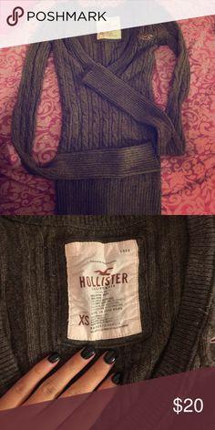 XS Hollister knit sweater Gently worn. Hollister Sweaters V-Necks