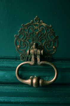 Emerald door with copper handle. This is more of a forest blue-green. A little too dark for my taste, but I love the idea and the look.
