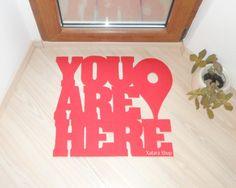 """(6) Divertido y original felpudo """"You are here"""" con pin de Google maps. Mensaje personalizado on Wanelo"""