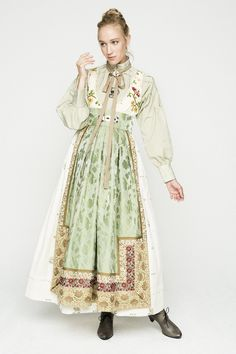 Fantasistakk bunad Traditional Fashion, Traditional Dresses, Folk Fashion, Vintage Fashion, Scandinavian Fashion, Folk Costume, Character Outfits, Fashion History, A Boutique