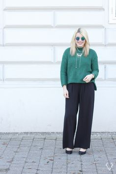After the oversized top now come the oversized pants. I always thought that this trend would look really bad on me until I decided to… Pants, Outfits, Tops, Fashion, Trouser Pants, Moda, Suits, Fashion Styles, Women's Pants