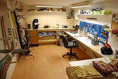 Bilderesultat for hobbyrom inspirasjon Desk, Furniture, Home Decor, Writing Table, Homemade Home Decor, Desktop, Home Furnishings, Office Desk, Interior Design