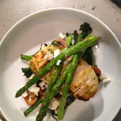 Carb free dinner :) pesto chicken with grilled asparagus and flash fried veg in chilli and garlic :)