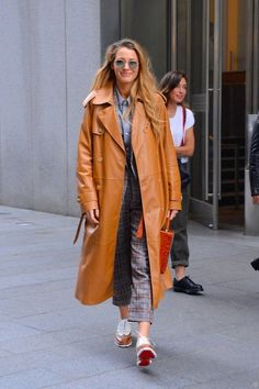 Blake Lively, Gigi Hadid, Kaia Gerber and Kate Bosworth all made it onto our best dressed this week thanks to their bold style choices during NZFW. Blake Lively's Kids, Gossip Girl, Blake Lively Outfits, Fall Jackets, Fall Coats, Power Dressing, Celebrity Dresses, Coats For Women, Dress To Impress