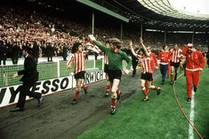 27 rare or unseen pictures of Sunderland's famous 1973 FA Cup final win over Leeds - Chronicle Live Sunderland Football, Sunderland Afc, Football Images, Football Fans, Terry Yorath, Frankie Vaughan, Destination Branding, Fa Cup Final, England Football