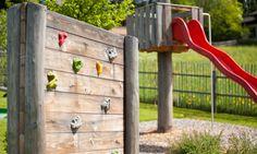 Kletterwand im Erlebnisspielplatz Petting Zoo, Climbing Wall, Playground