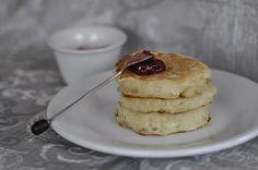 Encore meilleurs que les pancakes, voici les crumpets, Accompagnent idéal des petits déjeuners. La recette est très simple mais elle demande juste un peu de temps de repos pour avoir une bonne texture. J'ai trouvé cette recette ici. J'ai juste ajouté...