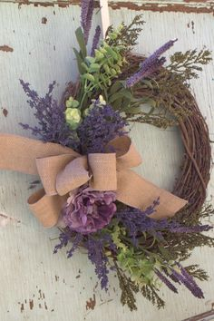 Overlove this wreath for front door! リース Diy, Corona Floral, Wreath Crafts, Wreath Ideas, Grapevine Wreath, Wreath Burlap, Lavender Wreath, Purple Wreath, Spring Wreaths