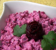 Lea's Cooking: Creamy Beet Salad: clean ingredients and you can use veganaise instead of mayonnasie Beet Recipes Healthy, Beet Salad Recipes, Healthy Foods, Vegan Recipes, Salad Bar, Soup And Salad, Russian Beet Salad, Garlic Salad Recipe, Raw Beets
