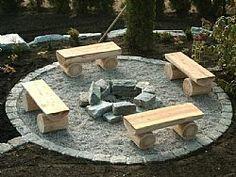 Feuerstelle mit Bänken