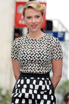 Empiezan a sonar los nombres para llevar al cine la novela erótica '50 sombras de Grey'. Una de las mejor situadas es, cómo no, Scarlett Johansson.