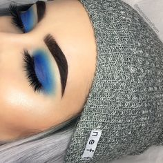 45 Lovely Blue Makeup Looks this Now Blue Makeup Looks, Blue Eye Makeup, Skin Makeup, Blue Eyeshadow Looks, Blue Eye Shadow, Bronze Eyeshadow, Bright Eyeshadow, Shimmer Eyeshadow, Eyeshadow Palette