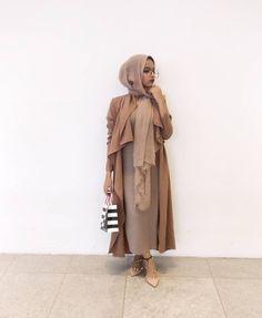 Modern Hijab Fashion, Street Hijab Fashion, Abaya Fashion, Muslim Fashion, Modest Fashion, Fashion Outfits, Modest Wear, Modest Dresses, Modest Outfits
