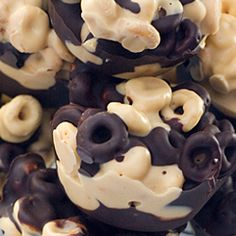 .chunky peanut butter chocolate cheerio cups.