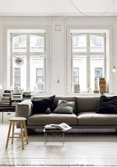 Loving the large windows in this beautiful Swedish flat with white floorboards. Read on www.karinecandicekong.com