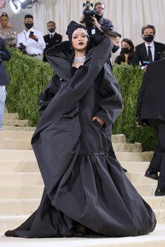 Met Gala Red Carpet 2021: All the Looks & Outfits [PHOTOS] Met Gala Outfits, Bianca Jagger, Met Gala Red Carpet, Zoe Kravitz, Sharon Stone, Kaia Gerber, Celebrity Red Carpet, Kate Hudson, Red Carpet Looks