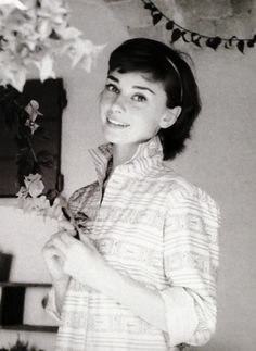 The lovely, Audrey Hepburn                                                                                                                                                                                 Más