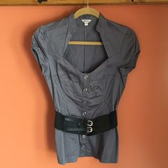 Guess Blouse Guess Blouse. Worn once, in perfect condition. Botton down, short sleeves, belt included. 96% Cotton 4% Spandex. Guess Tops Button Down Shirts