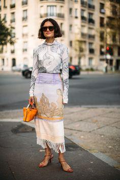 Attendees at Paris Fashion Week Spring 2019 - Street Fashion New Street Style, Street Style Trends, Spring Street Style, Cool Street Fashion, Street Style Looks, Paris Fashion, Trendy Fashion, Womens Fashion, Fashion Trends