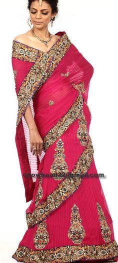 i like this way to wrap it Indian Fabric, Sari Fabric, Saris, Long Petticoat, Sari Design, Indian Accessories, Desi Wear, Wedding Fabric, Long Scarf