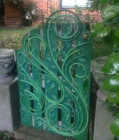 This is a recycled water hose decorated garden gate. Gatescape, The Enchanted Gate, Creative Gippsland, Sue Fraser. Garden Gates, Garden Hose, Garden Doors, Garden Crafts, Garden Projects, Diy Projects, Fence Art, Water Hose, Backyard Fences