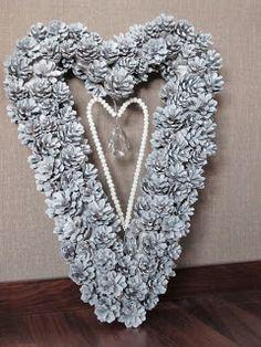 Käpykranssi Pine Cones, Burlap Wreath, Christmas Diy, Diy And Crafts, Crochet Necklace, Wreaths, Gifts, Diy Stuff, Jewelry