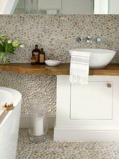 salle de bain en mosaique, meubles de salle de bain zen, sol en mosaique pierres naturelles