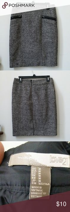 🆕️ Love 21 Size M Tweed Straight Pencil Skirt Love 21 Size M Tweed Black White Straight Pencil Skirt Lined Back Zipper Casual  For your consideration is tweed skirt by Love 21. I can not say if this skirt is Women's or Juniors Size. Please, look at the measurements provided.  This skirt fully lined, has back zipper and 2 front faux pockets.   This garment measures approximately :   Waist : 15'' Length : 21'' Hips : 18.5'' Love 21 Skirts Pencil
