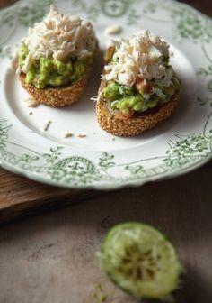 tartine de guacamole de crabe - Recette | Trois fois par jour #recette #bruschetta Plus de recettes ici : http://www.ilgustoitaliano.fr/recettes/rechercher/keys-bruschetta