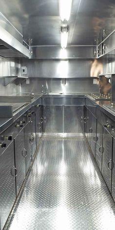 Vista interior de remolque para preparar comida de 2.20 x 4 metros