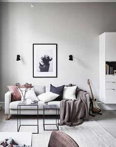 #LivingRoom #Minimalist Nice 88 Minimalist Living Room Decor Ideas You Can't Resist. More at http://www.88homedecor.com/2017/09/01/88-minimalist-living-room-decor-ideas-cant-resist/