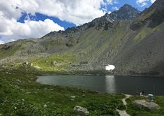 Schottensee is the name of this lake, Flüela Schwarzhorn in the rear