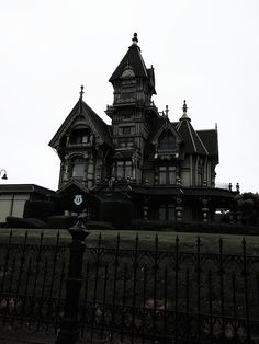 The Carson Mansion is regarded one of many best Victorian, if not the grandest . - Home Decorations Trend 2019 The Carson Mansion is regarded one of the finest Victorian, if not the grandest . Gothic Mansion, Gothic House, Victorian Gothic, Old Victorian Homes, Victorian Houses, Carson Mansion, Die Renaissance, Casa Hotel, Dark House