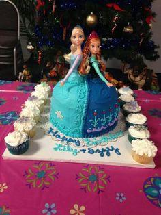 Frozen Princesses Elsa and Ana Frozen Birthday Theme, Elsa Birthday, Kids Birthday Themes, Disney Princess Birthday, Frozen Party, Birthday Fun, Birthday Cakes, Frozen Doll Cake, Disney Castle Cake