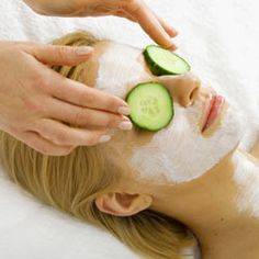 Are cucumbers a natural moisturizer for eyes? - Cucumber eye treatment - Sourc Source by CydneyHaagModa under eyes remedy Dark Circles Under Eyes, Dark Under Eye, Eye Circles, Eye Treatment, Spa Treatments, Beauty Tips For Face, Beauty Skin, Women's Beauty, Face Beauty