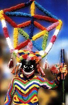 Chegamos a Viana do Bolo onde coñecemos á persoaxe máis colorida do seu entroido : o BOTEIRO. O BOTEIRO leva a cara cuberta cunha.