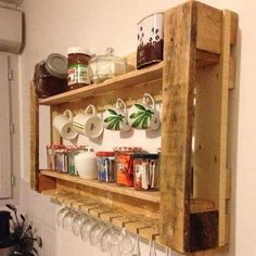 Wonderful Pallet Furniture Ideas - Page 8 of 16 - Easy Pallet Ideas We rounded up DIY pallet furniture ideas that are easy to make and made with wooden pallets! Get inspired by these pallet ideas. Decor, Pallet Shelves, Kitchen Furniture, Furniture Diy, Wood Pallets, Diy Pallet Furniture, Pallet Wall Shelves, Pallet Designs