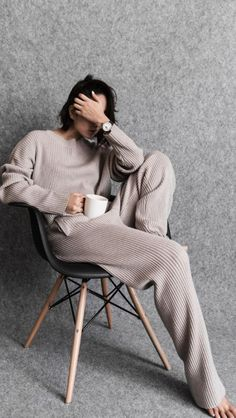 Casual Comfy Knitted Fall Outfit Two Piece Ärmelloser Mantel, Look Fashion, Fashion Outfits, Winter Fashion, Fashion 2018, Fashion Blogs, High Fashion, Christmas Fashion, 1950s Fashion