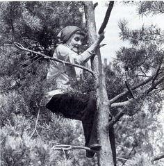 """""""En barndom utan böcker, det vore ingen barndom. Det vore att vara utestängd från det förtrollade landet, där man kan hämta den sällsammaste av all glädje."""" - Astrid Lindgren"""