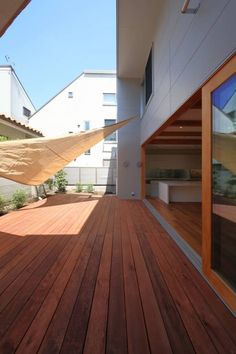 Modern And Minimalist Wood Decking Design Ideas 05 - Crunchhome Deck Design, House Design, Design Room, Minimalist Room, Japanese House, Interior And Exterior, Ideal Home, My House, Outdoor Living