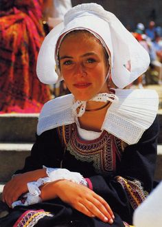 Costume of Pont-Aven and vicinity, Bro-Gernev or Cornouialle, Brittany
