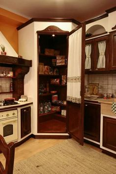 Angolo dispensa in cucina (foto da web) Brown Kitchens, Home Kitchens, Pantry Room, French Style Homes, Concrete Kitchen, Cabins And Cottages, Beautiful Kitchens, My Dream Home, Kitchen Design