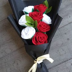 . For order 👇 Wa = 082154126919 Line =khoirun14 #bungaflanel #bunga #bungaflanelbanjarmasin #bungaflanelbjm #bungaflanelbanjarbaru #bungaflanelmartapura #bungawisuda #bungahandmade #handcraft #souvenir #souvenirwisuda #mhsulm #mahasiswaunlam #fisipbungas #flower #feltbouquet #bouquet #wedding #mhsuniska #uniska #mhsumb #mshuinantasari