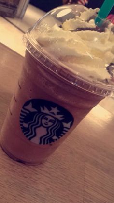 ρiทτєrєsτ: кαℓєyнσggℓє ♡  iทsταgrαм: кαℓєyy.мαriє ♡ Starbucks Drinks, Starbucks Coffee, Food N, Food And Drink, Slush Ice, Snap Food, Food Goals, Coffee And Books, Girly Pictures