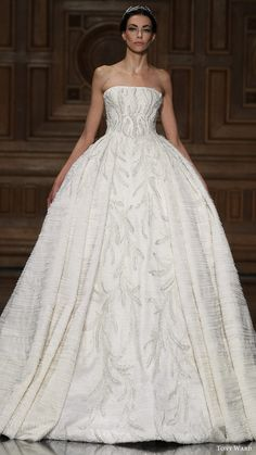 Princess Wedding Dresses : tony ward couture fall 2016 strapless straight across beaded ball gown wedding d Tony Ward Bridal, Bridal Gowns, Wedding Gowns, 2017 Bridal, Haute Couture Paris, Couture Week, Couture Fashion, Paris Fashion, Collection Couture