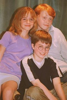 is that Daniel Radcliffe, Emma Watson and Rupert Grint ? Harry James Potter, Harry Potter Tumblr, Harry Potter Hermione, Estilo Harry Potter, Arte Do Harry Potter, Cute Harry Potter, Theme Harry Potter, Harry Potter Icons, Harry Potter Jokes