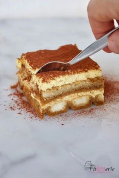 Classic Tiramisu (recipe based on egg yolks only) - Which Italian is right when it comes to classic tiramisu? As far as I& concerned, the basic r - Tiramisu Cake, Tiramisu Recept, Brownie Recipes, Cake Recipes, Baby Food Recipes, Sweet Recipes, Classic Tiramisu Recipe, Baking Bad, Best Chocolate Desserts