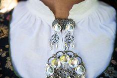 Vestfoldbunad Tranum Røer m/sølv, skjorte, veske og underskjørt | FINN.no Brooch, Jewelry, Fashion, Moda, Jewlery, Bijoux, La Mode, Jewerly, Fasion